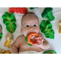 oli-carol-biting-bath-toy-broccoli