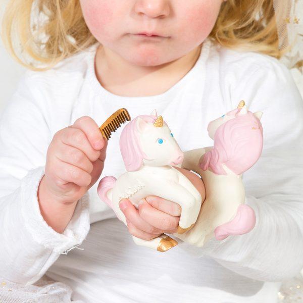 oli & carol unicorn